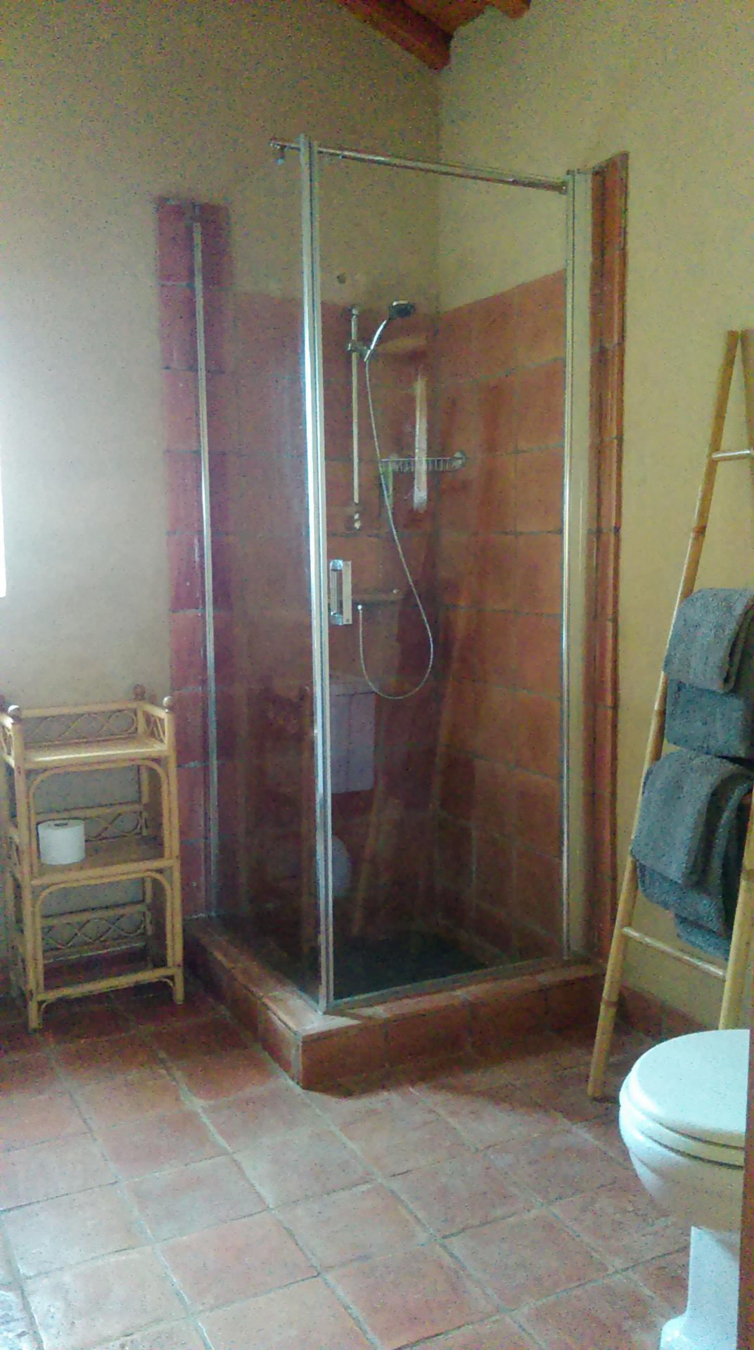 La Petite Maison bathroom